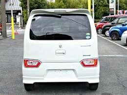 信号待ちなどで停車したらエンジンを自動停止。ガソリンを節約するアイドリングストップ付きです。