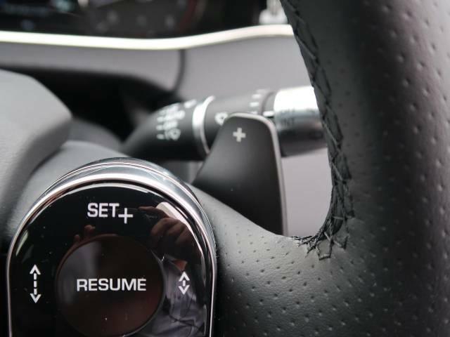 ステアリングパドルシフト『クイックなシフト操作が可能!レスポンスが高く、運転者様のギア変則にしっかりとついてきてくれます!』