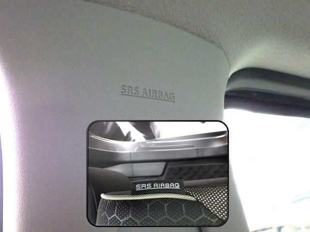 SRSカーテンエアバッグとフロントシートSRSサイドエアバッグが安心装備になっています。