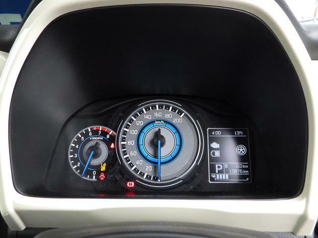 3.5インチ大型マルチインフォメーションディスプレイ(エネルギーフローインジケーター/アイドリングストップ節約燃料/エコスコア/瞬間燃料/平均燃料/外気温度/時計/オドメーター等)
