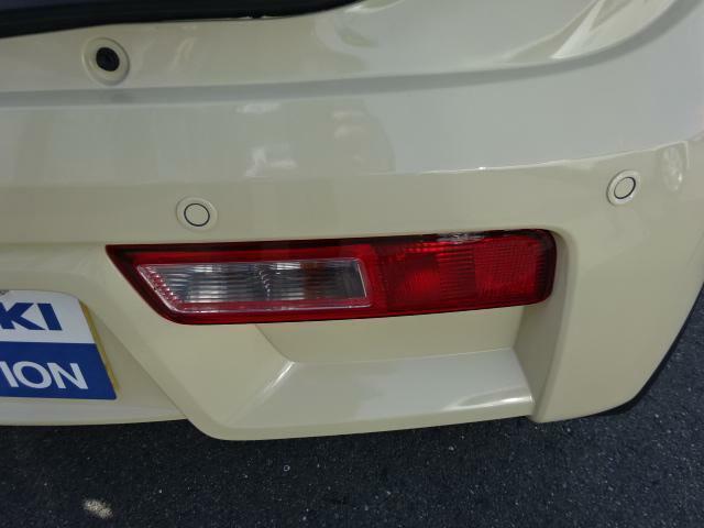 「後退時ブレーキサポート」全グレードに標準装備☆リヤバンパーに4つの超音波センサーを内蔵し車両後方にある障害物を検知。透明なガラス等も検知でき、コンビニ駐車場などでの衝突回避をサポートします。