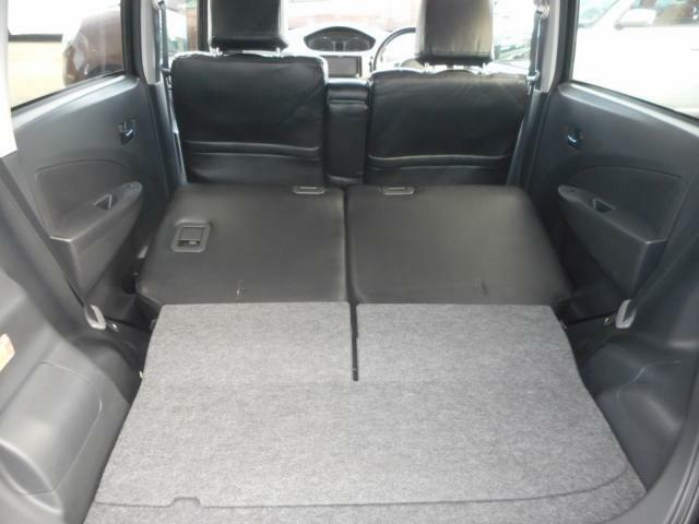 どんな格安車でも当社に入荷した車に対して妥協は致しません。車内の座席を取外し、床のマットやフロントパネルなども外