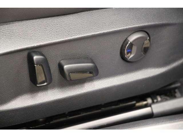 パワーシートを装備しているので、簡単にシート位置調整が可能です。