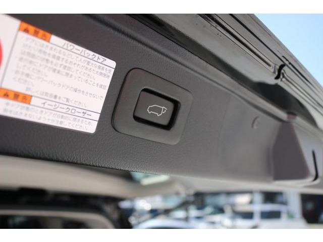 スイッチ・スマートキーの操作により自動で閉まるパワーバックドア付き(電動リアゲート)☆高級車ならではの魅力的な装備です☆