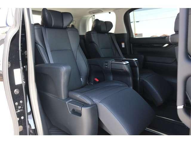 人気の内装、高級感溢れる内装となっております☆長距離の運転や高速道路の運転もサポート☆便利なレーダークルーズコントロールも標準装備☆