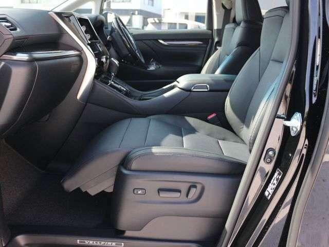 運転席・助手席シートはパワーシートとなっており細かな調整が指先だけで調整できます☆