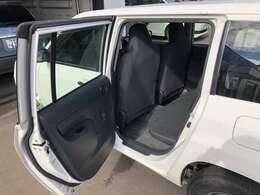 〔助手席後部からの画像〕 開口部の広さや乗り降りのしやすさをご確認下さい。