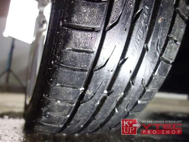 タイヤの溝もたっぷり!購入後にタイヤ交換などが必要な車両ではございません!消耗後の交換も当店にお任せください。ご予算、ご用途にあわせて銘柄をご提案いたします。
