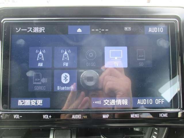 純正9インチSDナビです!道案内はこちらにお任せ☆フルセグTV・ブルートゥース機能はもちろんCD録音・DVD再生もできちゃいます!ドライブが楽しくなりますね♪