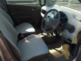 ベージュ系内装で車内がとても明るく広く感じます!