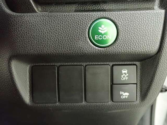安心パッケージの追突被害軽減ブレーキがついています。