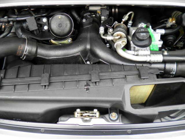エンジンはターボS(ハイパフォーマンスエディション)専用E64ツインターボ450PS(カタログ値)です。走行距離は僅か33000キロメートルです。