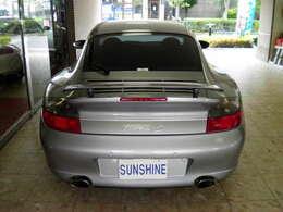 新車時メーカーオプションのリアパークアシストセンサー、リアウィンドウワイパー付です。新車時メーカーオプション150万円相当付です。詳しくは弊社ホームページをご覧ください。www.sunshine-m.co.jp