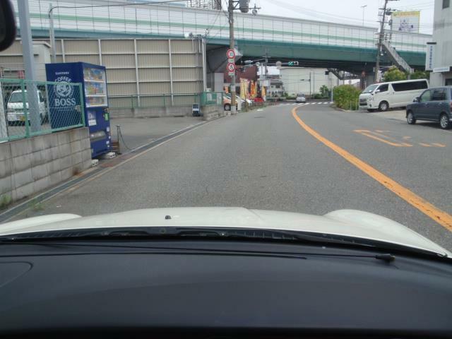 L700Sミラジーノの特徴はタウン・キュービック・フォルム!運転席からもボンネットがご覧のように確認できるので運転がしやすいのです!