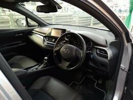 見晴らしの良い運転席★ナビや計器類もとても見やすく運転しやすいお車となります。人気のトヨタのSUV!C-HR★しかもハイブリッドGグレード車です!