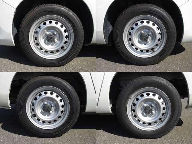 純正鉄ホイールが装着されています。タイヤブランドは、ブリヂストンです。タイヤサイズは、155/80R14 88/86Nです。残り溝はフロントが5mm、リアが6mmです。