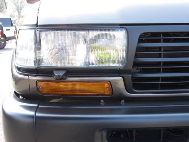 少走行の車両ですのでライトのレンズ面もピカピカ☆ですよ(^-^) ヘッドライト内側には照射能力が高いフォグランプも装備されています☆ 暗い夜道も安心して運転できますね♪