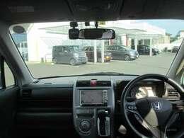 インパネ周りのお写真です。 広い視界で運転もしやすいお車です♪