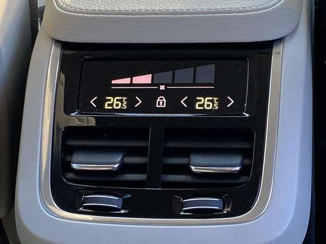 ◆後部座席にも【シートヒーター】を搭載。各自で温度調整できる仕様なので、ドライバーの手を煩わせることなく快温に