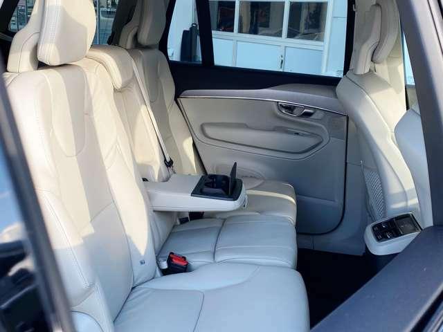 ◆同乗者の方も快適かつリラックスして過ごせるよう、後部座席にも随所に工夫が施されています