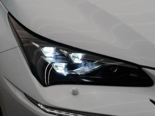 3眼LEDヘッドライトを装備♪LEDヘッドライトはハロゲンヘッドライトに比べて大光量で、遠方視認性を向上させてくれる為夜間の運転をより安全にサポートしてくれます♪