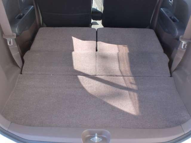後部座席を倒すと大容量の荷室空間