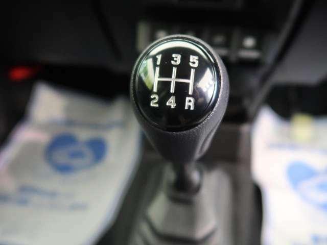 5速マニュアルシフト!!遊び心をくすぐるお車です☆思う存分走る楽しみをお楽しみください♪
