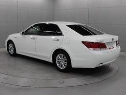 運転席8ウェイパワーシートを標準装備した「ロイヤルサルーン」のハイブリッドモデルです。
