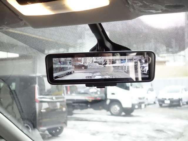 車両後方のカメラ映像をミラーに映し出しクリア後方視界を確保してくれるインテリジェントルームミラー