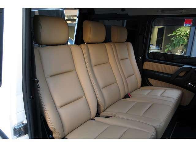 こちらの個体は運転席にも目立つスレやシワ等はなく素晴らしい状態を保っており、ボディコンディションについては上質なコンディションを保っております。