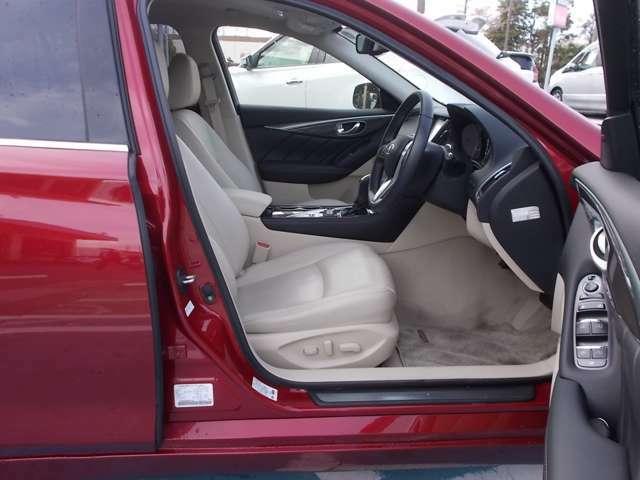 広く心地よく使いやすくする、シートの形やドアの開く角度にもこだわり、乗り降りする時も便利です。