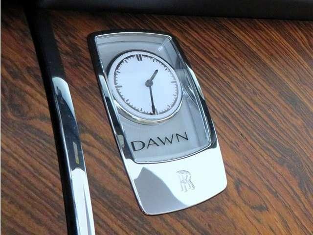 Dawn専用設計の時計となります。