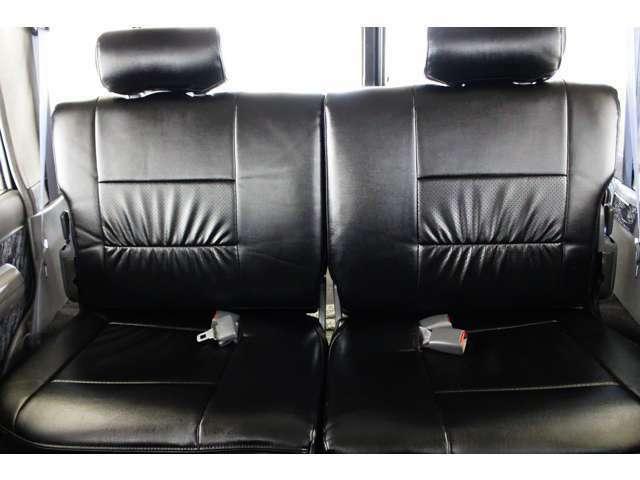 ★リアシートは成人男性でもゆったり座っていただける居住空間になります★全席新品ブラックレザー調シートカバー☆