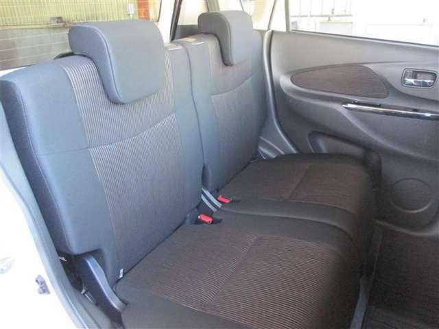 後部座席も意外とゆったりしています、落ち着いたデザインも魅力です☆