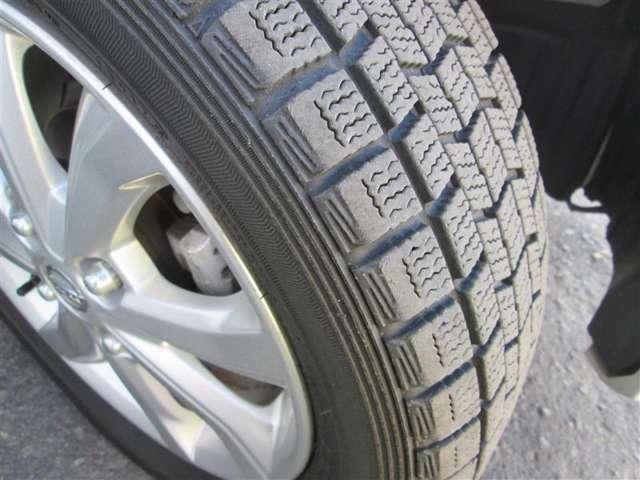 冬用スタッドレスタイヤです。溝もしっかりございますので、冬も安心してお乗りいただけます!