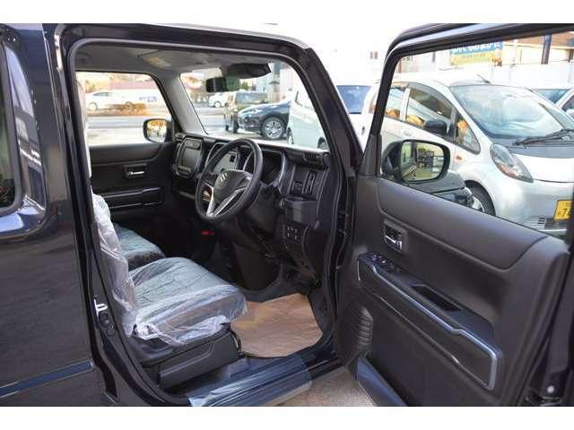 Jスタイル特別装備、レザー調&ファブリックシート表皮[ブラウン&タークブルー]!運転席の足元もゆったり^^快適です♪お問い合わせは079-280-1118、カーズカフェ カーベル姫路東までお気軽に^^