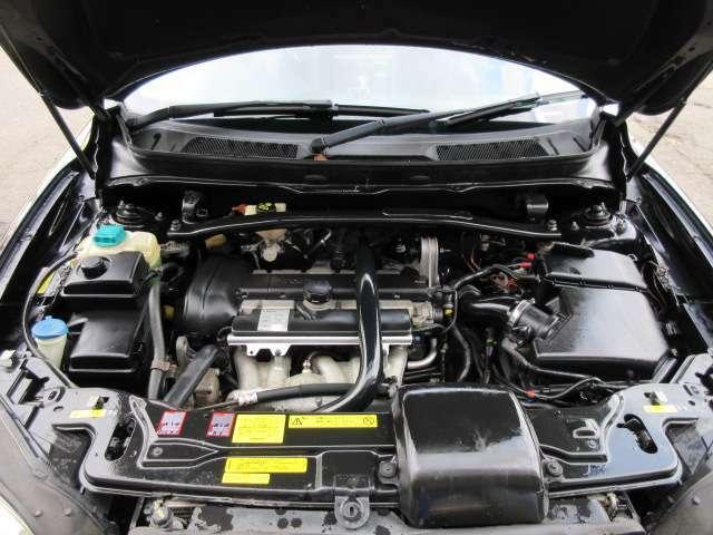 タイミングベルトは4.2万km時に交換歴があります♪エンジンルームはクリーニング済みです♪エンジンは吹け上がりも良く変速もスムーズです♪
