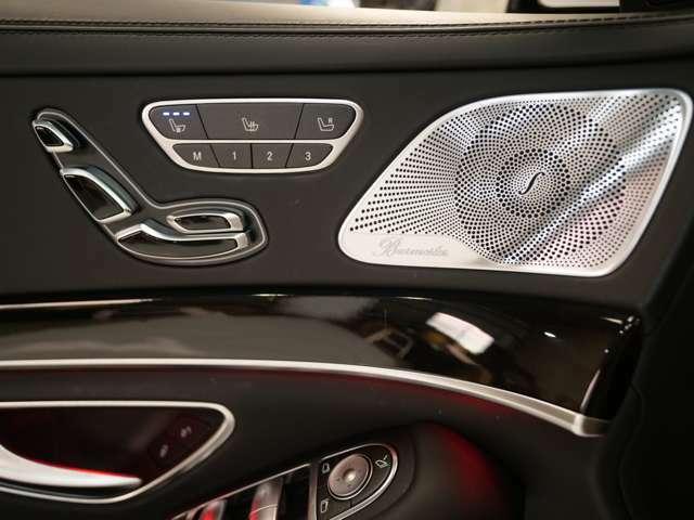 パワーシート・シートヒーター&シートひクーラーなどの快適装備がスタイリッシュな操作でコントロールできるようになっています。
