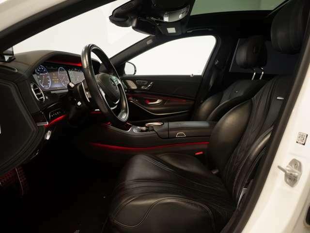 分厚いシートは高級車であることを乗るたびに感じさせてくれます。