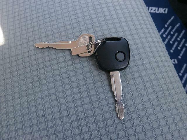 シンプルで使いやすい『キーレスエントリー』!!ドアの開錠・施錠ともに1つのボタンで行うことが可能です。