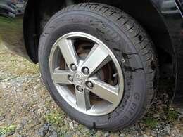 足元には渋い15インチAW!タイヤの目もバッチリ!