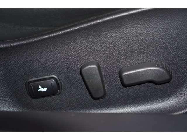 Aプラン画像:【パワーシート】が装備されております。ご自身の最適なドライブポジションにすることが可能でございます♪