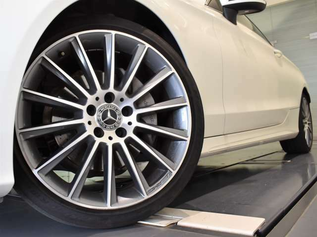 メルセデス・ベンツの価値と信頼性をさらに高め、オーナーの皆さまへより大きな安心を提供する「認定中古車プログラム」をご用意しております。