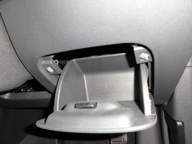 Aプラン画像:運転席の右膝元に収納がございます!!
