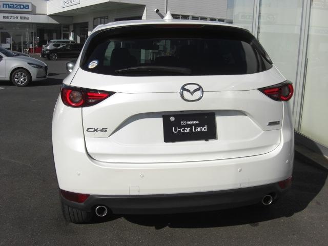 リア・クロス・トラフィック・アラート(RCTA)駐車場からバックで出る際など、接近してくる車両を検知してドライバーに警告し、安全確認をサポートします。