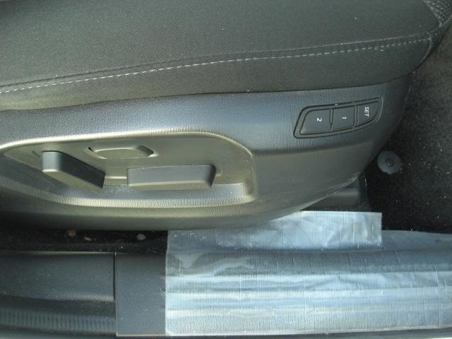 運転席電動シート♪シート前後・スライド・リクライニング・シート高がスイッチひとつで簡単に調整できます。お好みのポジションを微調整できるので、長時間の運転時など安全運転のサポートにも繋がります。