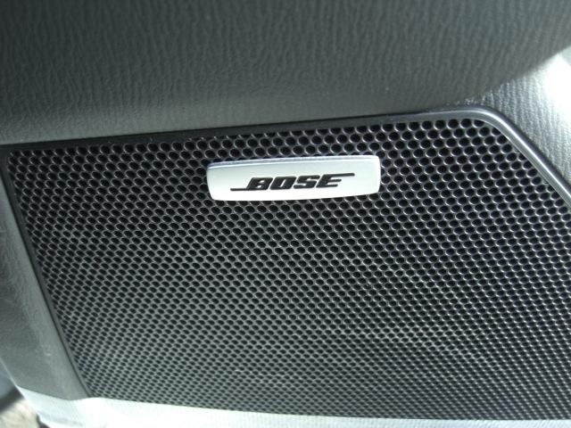 BOSEサウンド♪低音から高音まで音にバラツキ無く、車内の音楽を妨げるノイズ(エンジン音、走行ノイズ、雨音)を自動で補正、一定のバランスで音楽を楽しめるので長時間聴いても疲れません。