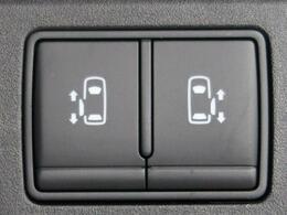 ●ハンズフリーオートスライドドア【寝ているこどもを抱いたまま両手に荷物を持っていても鍵をバッグやポケットに入れたままスライドドアの下に足先を入れて引くだけで自動でオープン・クローズする便利な装備】