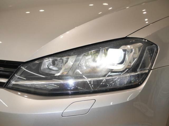 バイキセノンヘッドライト(オートハイトコントロール機能付)が、夜の視界を明るく照らしてくれます。