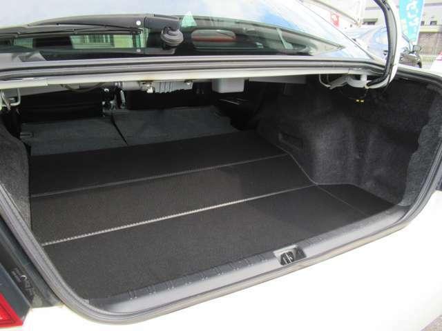 シートを前に倒せばより多くのスペースの出来上がり◇荷物の多い時は便利です◇